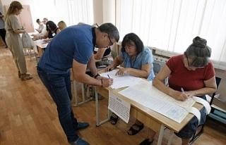 Ukrayna'da halk parlamento seçimleri için sandık...