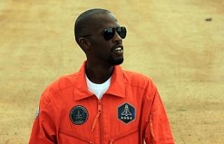Uzaya çıkması planlanan ilk siyahi Afrikalı motosiklet...
