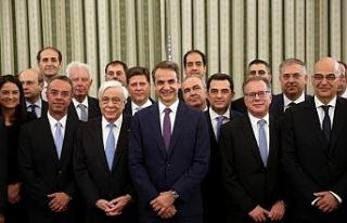 Yunanistan'da yeni kabine ilk kez toplandı