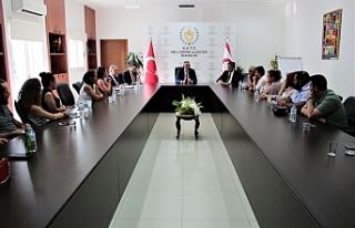 Bakan Çavuşoğlu, tiyatrocularla biraraya geldi