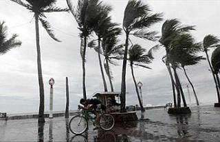 Japonya'da beklenen fırtına hayatı felç etti...600...