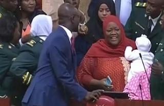 Kenya'da Ulusal Meclis'e bebeğiyle gelen...
