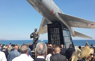 Yenilenen Şehit Pilot Yüzbaşı Cengiz Topel anıtı...
