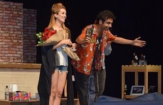 """17. Kıbrıs Tiyatro Festivali'nde """"İkinci Kat""""ın..."""