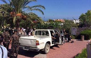 Acapulco Otel'de güvenlik güçleri incelemelerini...