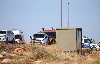 Düzensiz göçmenleri taşıyan araç devrildi: 6...