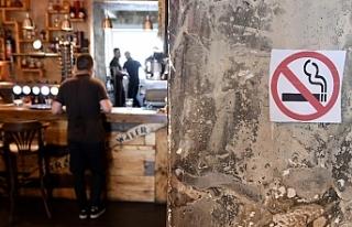 Hollanda'da restoran ve kafelerde sigara tamamen...