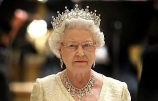 Kraliçe 2. Elizabeth 'başbakanı görevden...
