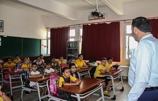 Sadıkoğlu'ndan okul ziyareti