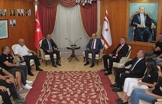 Tatar, KKTOK Başkanı Tigin Kişmir ve heyetini kabul...