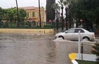 Etkili yağış Lefkoşa'nın güneyini vurdu