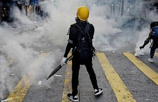 Hong Kong'daki protestolar şiddet olaylarına...