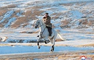 Kim Jong-un - Kuzey Kore lideri beyaz atıyla kutsal...