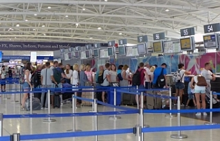 Larnaka Havalimanı'nda bir şahsın tasarrufunda...