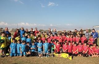 Başbakan, Ada Gökçe Anı Futbol Turnuvasını izledi