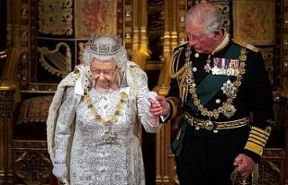 Kraliçe II. Elizabeth tahtı Prens Charles'a devrediyor