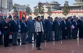 Taksim'deki Cumhuriyet Anıtı'nda tören...
