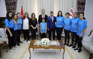 Uluçay, Kadın Futbol Ligi Şampiyonu takımı kabul...