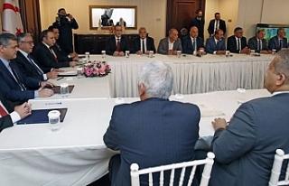 Cumhurbaşkanı Akıncı belediye başkanlarını...