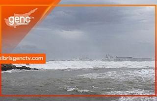 Girne Antik Liman'dan denize düşen kişi aranıyor