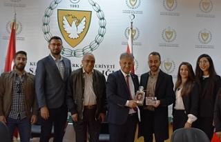 Kıbrıs Türk Eczacılar Birliği'nden bir heyet...