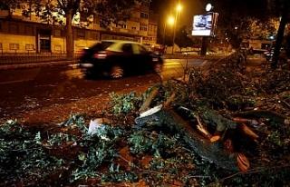 Kötü hava şartları Portekiz'de 2, İspanya'da...