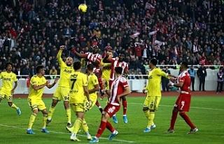 Lider Sivasspor Fenerbahçe engelini de geçti