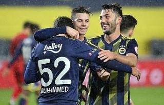 Sessiz maçta Fenerbahçe İstanbulspor'u 4 golle...