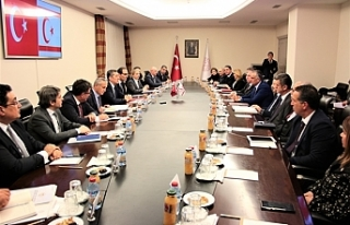 Bakan Çavuşoğlu, mevkiidaşı Selçuk ile görüştü