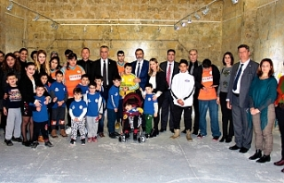 Bakan Çavuşoğlu, sergiyi ziyaret etti