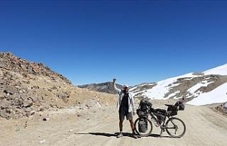 Bisikletle 8 yıldır dünyayı turlayan Türk, Guinness'i...