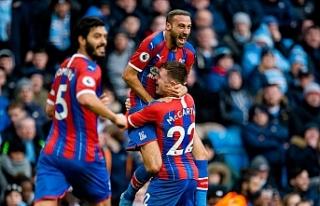 Cenk Tosun yeni takımındaki ilk golünü Manchester...
