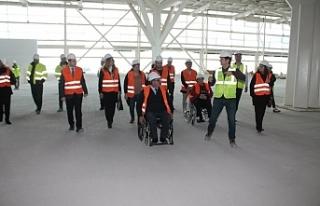 Engellelliler için Ercan Havalimanı terminalinde...