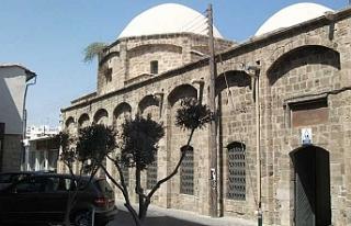 Güneyde Zuhuri Camisi avlusu genişletiliyor