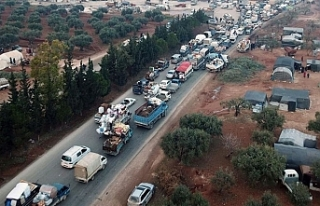 İdlib'den Türkiye sınırı yakınına 20 bin...