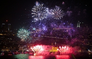 İstanbul yeni yıla 'ışıl ışıl' girdi