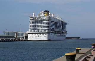 İtalya'da 6 bin kişilik cruise gemisine koronavirüsü...