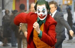 Joker'i oynayan Joaquin Phoenix, En İyi Erkek...