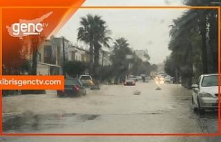 Metropol yolu da sular altında