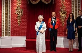 Prens Harry ve eşi Meghan Markle kraliyet heykellerinden...