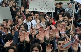Rum Başkanlık Sarayı önünde protesto