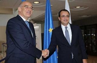 Rum Dışişleri Bakanı'ndan Atina'ya resmi...