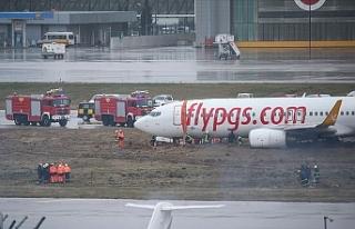 Sabiha Gökçen Havalimanı'nda uçak pistten...