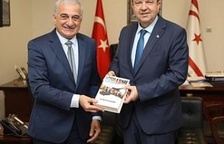 """Arabacıoğlu """"Yüzleşme"""" isimli kitabını Başbakan..."""