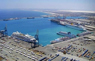 """Larnaka Limanı, geçici olarak """"savaş limanı""""..."""