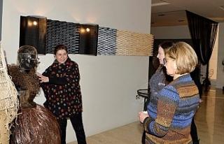 Meral Akıncı, 'Sıradışı' sergisini gezdi