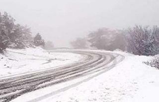 Trodos'a giden bütün yollar kar yağışı yüzünden...