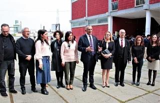 Çavuşoğlu, Lefkoşa Türk Lisesi'ni ziyaret etti