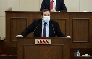 Denktaş, konuşmasını maskesini çıkarmadan yaptı
