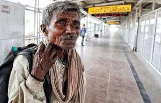 Hindistan'da yoksullar: Koronavirüsten önce açlıktan...